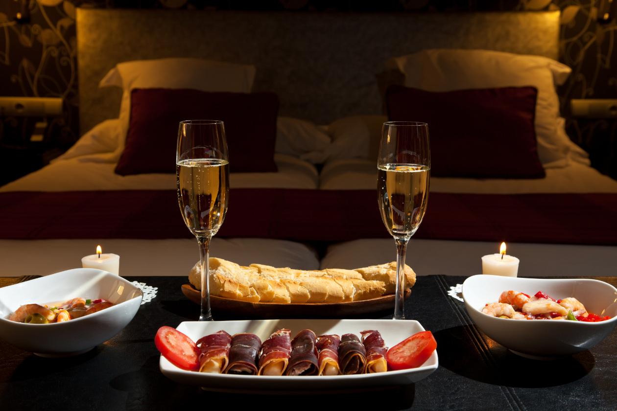 10 regalos para sorprender el d a de san valent n optucorp for Decoracion de habitacion para una noche romantica