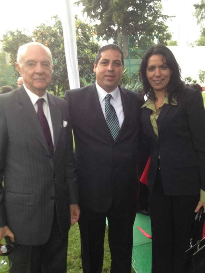 Sua Excelência o Embaixador do Equador no México e Lic. Ismary Chefe de Chancelaria , o vice-cônsul de Cuba na Embaixada da Polónia em apresentar Optucorp para a Europa.