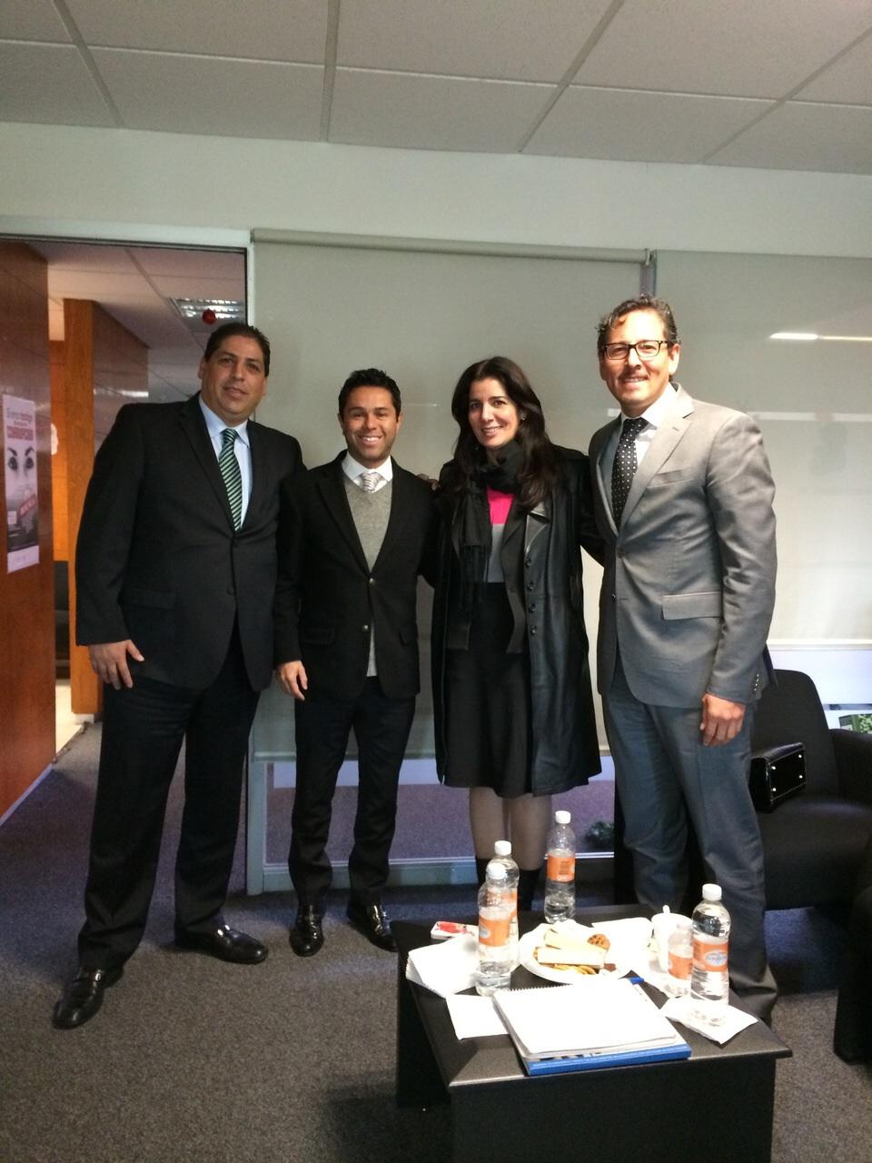 Nuestro director de Optucorp el Sr. René Moyo, y la Gerente de Operaciones México la Lic. Alicia Pérez junto al Lic. Alejandro de la Rosa, Secretario Particular del Oficial Mayor y al Lic. Fernando Dominguez, Director General Adjunto de la Administración.