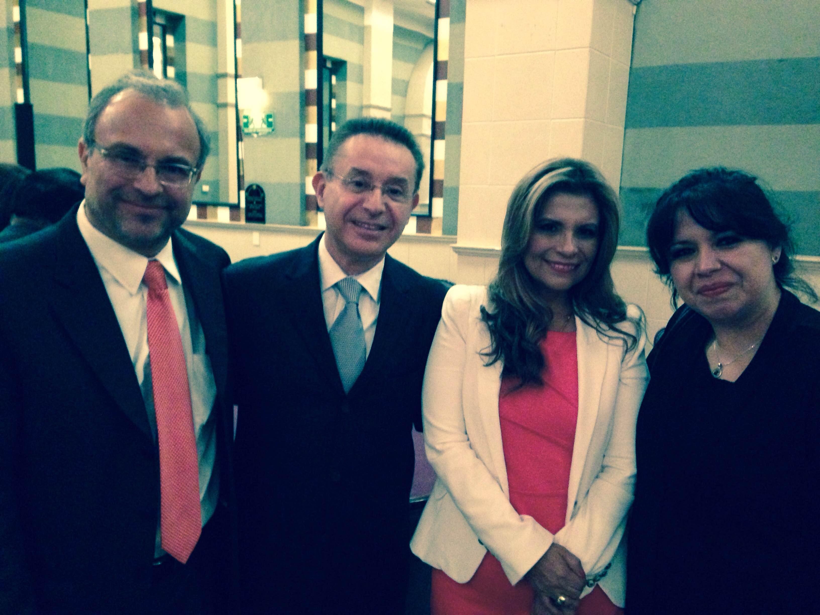 Con el Lic Alejandro Ruiz robles, Presidente de la cámara de comercio mexicana-peruana, el Lic. Óscar y la Lic. Haydeé Gálvez, empresarios textiles de Perú.