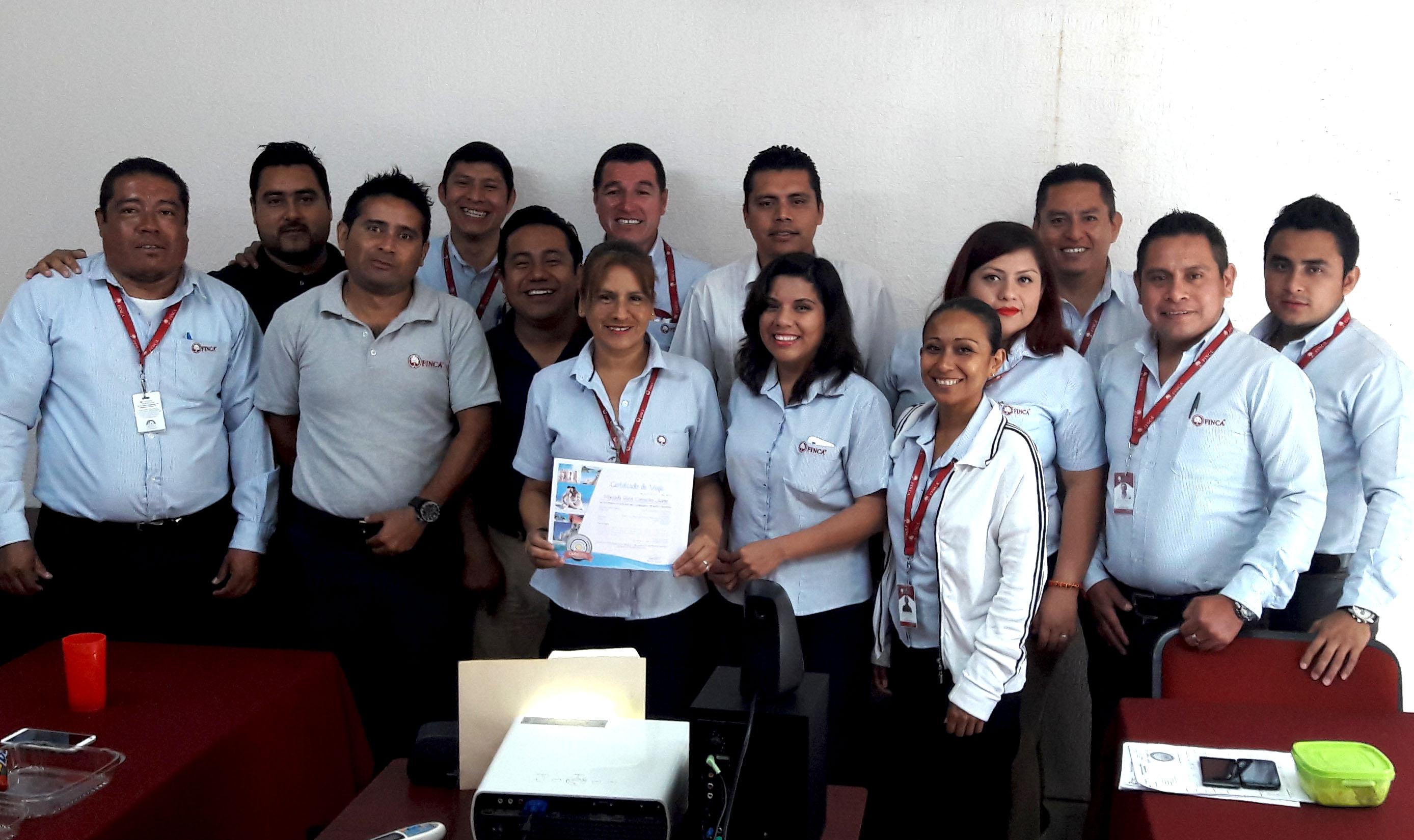 Maricela Camacho ganadora de paquete vacacional a cualquier parte de México.